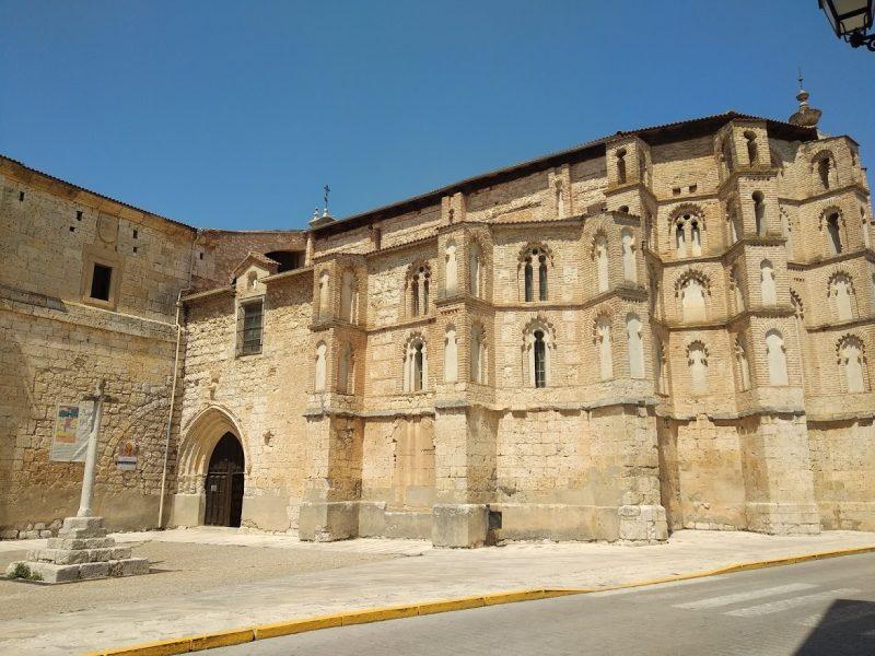convento de San Pablo Peñafiel en un día