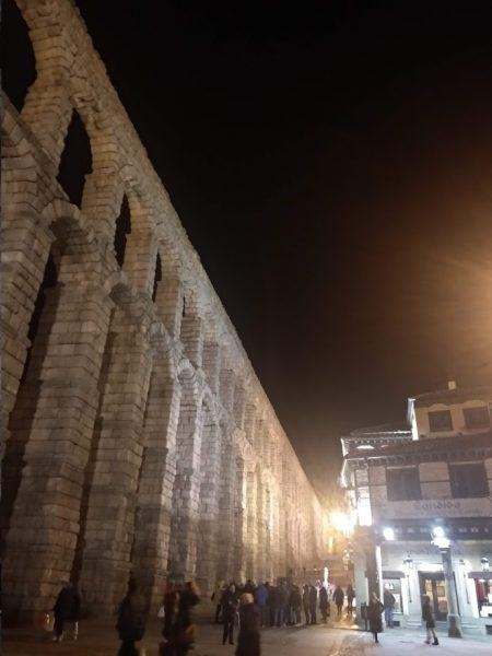 acueducto nocturno