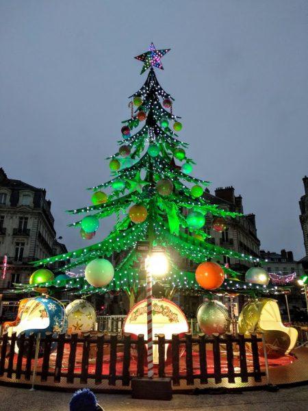Nantes en dos días con niños  arbol de navidad con carricoches