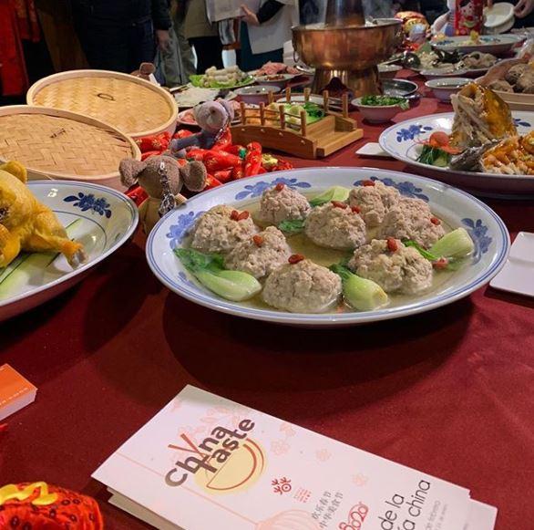 Varios platos de comida tradicional china