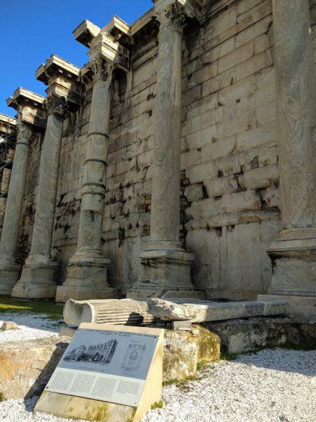 Biblioteca de Adriano, la pared más conservada con columnas de estilio corintio