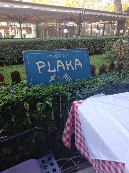 cartel de Plaka con bandera griega