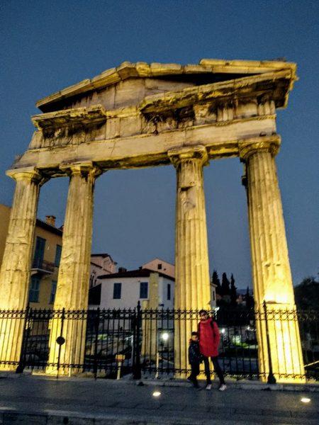 Puerta de Atenea del ágora romana