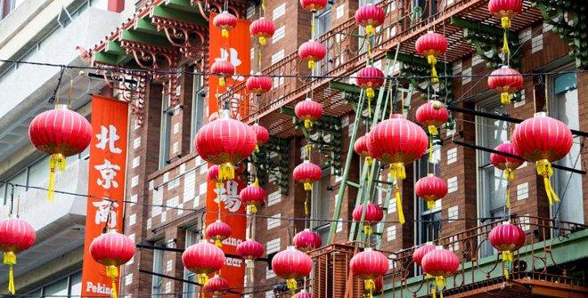 año nuevo chino en Madrid. Farolillos chinos rojos.