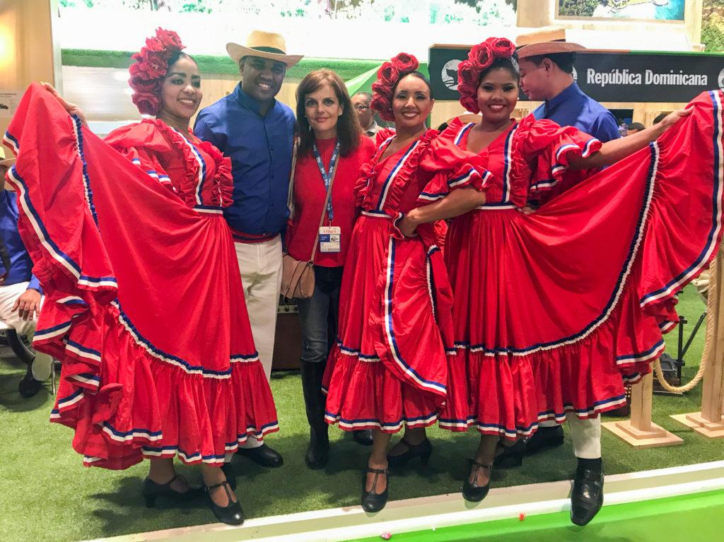 Miriam con grupo folclorico de republica dominicana