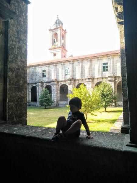 Vista desde el claustro del monasterio de Poio