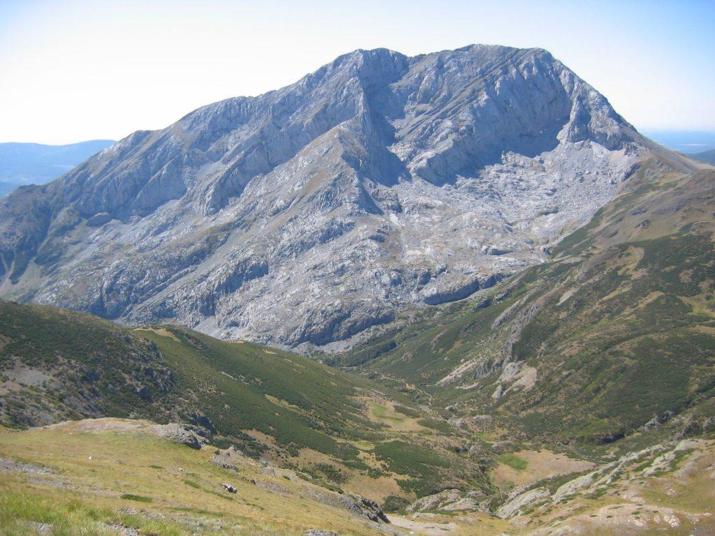 File:Espigüete Peak 003.JPG - Wikimedia Commons