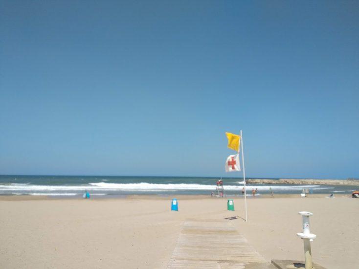 Apps que miden el aforo de las playas este verano 2020