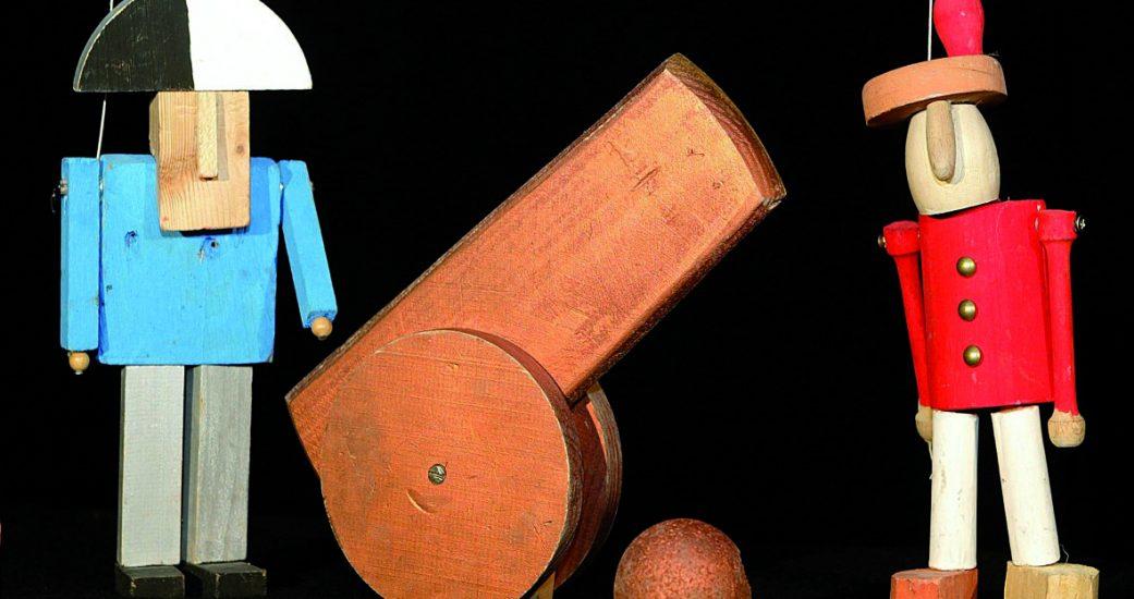 Títeres y cañón de cartón