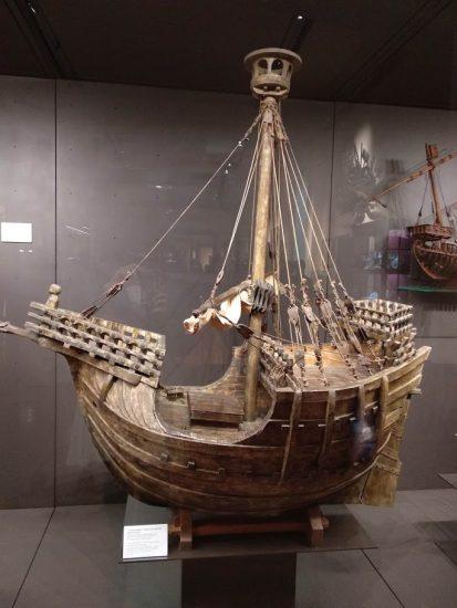Diferentes maquetas de barcos