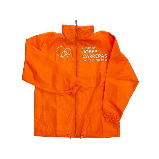 regalos solidarios para viajeros chubasquero naranja con logo fundacion