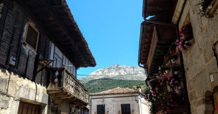 Desconectar en Cuevas del Valle (Ávila): dos días entre montañas y flores.