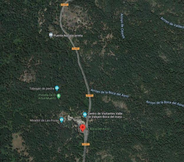 plano de google maps con la carretera y la zona de aparcamiento